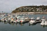 Бухта, где находится порт, защищена утесом, на котором возвышается рыбацкая церковь Богоматери Охраняющей.
