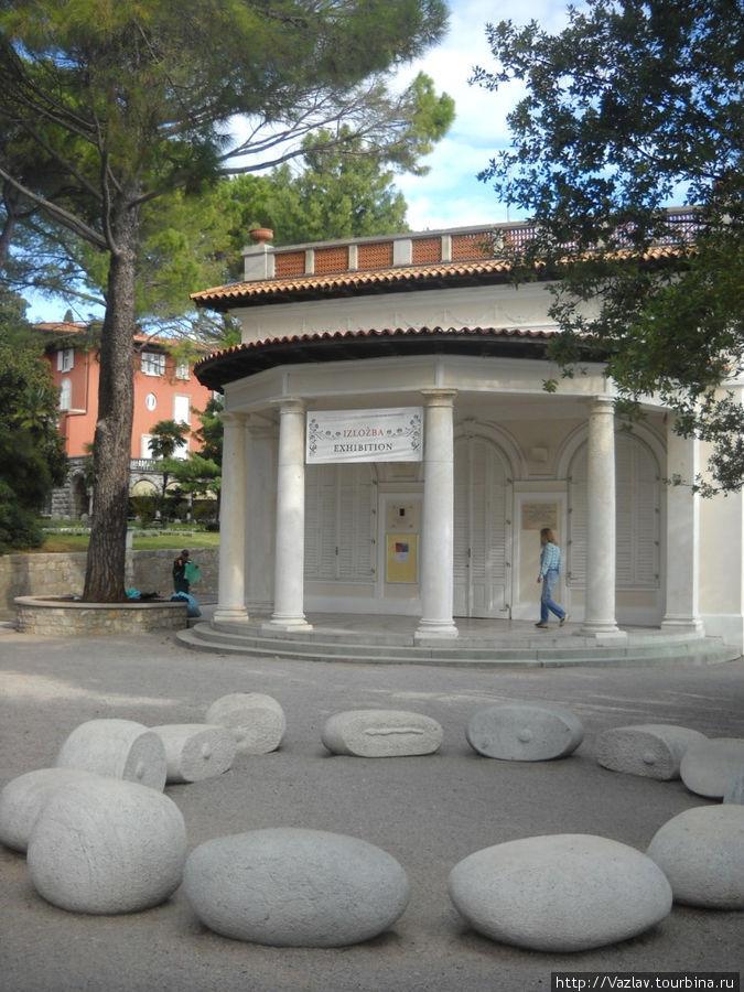 Фасад павильона