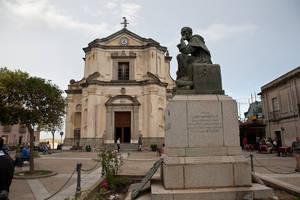 Площадь Карновале и Церковь Св. Франческо ди Минори
