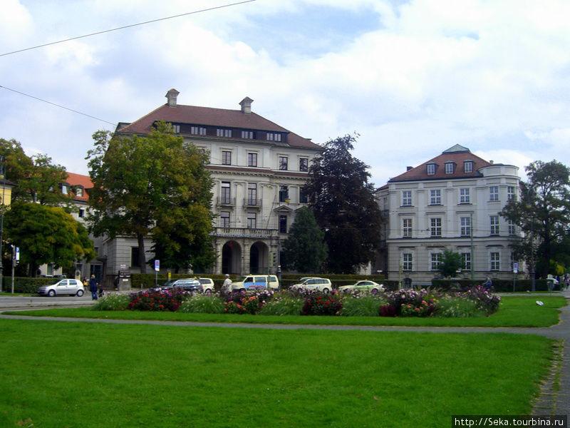 Здания вокруг Каролиненплац