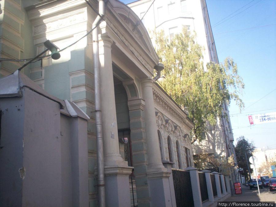 дом 70 (посольство)