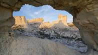 Горы Аккегершин сложены из осадочных пород мелового периода – миллионы лет назад здесь было дно древнего океана Тетис
