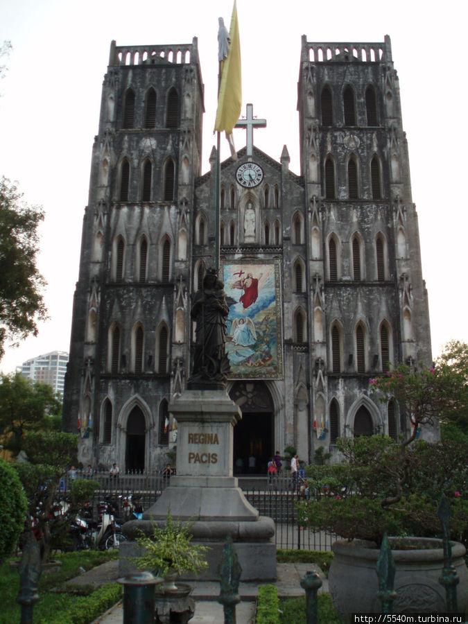 Кафедральный собор — рядом с хостелом первым. если к собору встать так, что бы собор был слева —  то к хостелу идем прямо и 2-й поворот налево. Увидите узкую улочку. хостел посередине. ориентируйтесь по вывеске желтой.