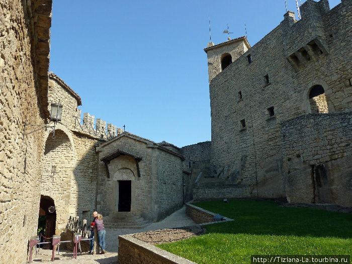 Двор в крепости