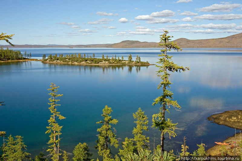 Берега озера порой имеют довольно причудливые очертания.