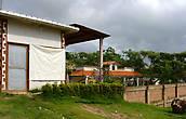 Аккуратные постройки, клумбы около домов