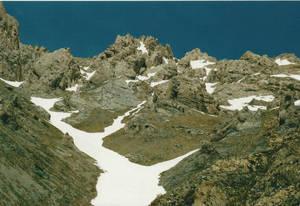 И скалы, и снег