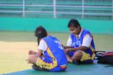 Местные девчонки из команды по софтболу