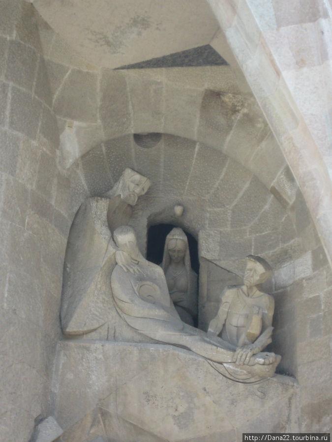 Ничто не забыто. Даже трещина в стенах пещеры, свидетельствующая о землетрясении после распятия Христа. Гениально.