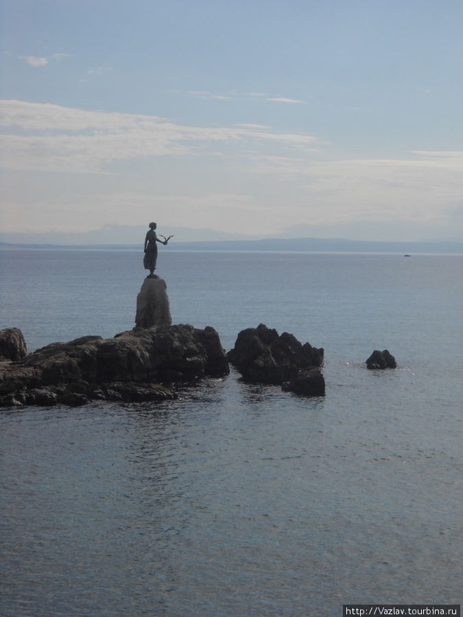 На подходе к статуе