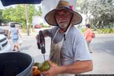 И только один мужик, набрав полный фургон кокосов, усердно сверлит их и продаёт туристам по три доллара.