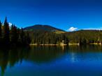 Синевир и гора Озёрная на заднем плане