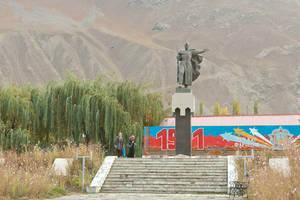 Памятники ВОВ стоят