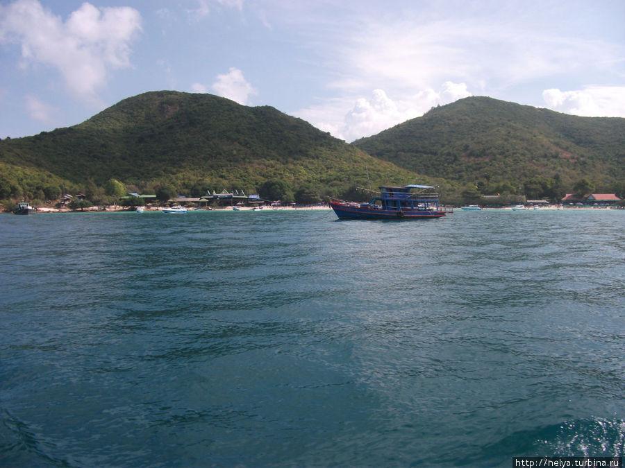 Остров  Ко Лан. Сюда ездят купаться из Паттайя. 30 бат на пароме 40 минут, дальше на тук-туке 20-30 бат на один из 5-ти пляжей.