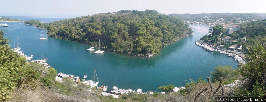 Это фото не мое — добавила, чтобы показать какой узкий пролив образуется между берегом Гайоса и островком Агиос Николаос