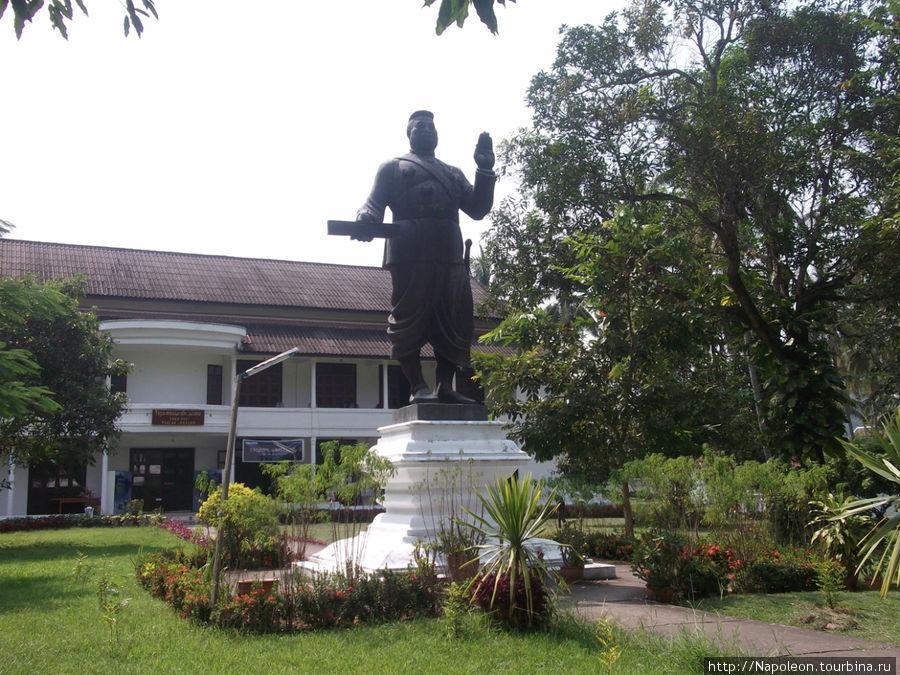 Король Сисаванг Вонг.