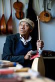 «Страдивари из Атырау» — мастер по изготовлению домбр.  Музыкантам мечтающим иметь инструмент его изготовления приходится ждать года два в очереди коллег