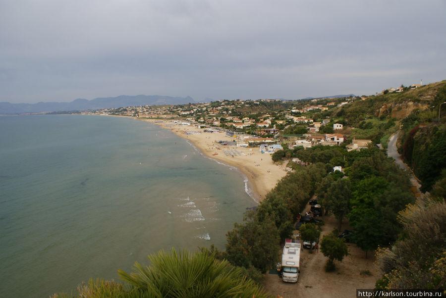 море, пляж, наш кемпинг, дорога в сторону Палермо...