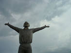 Памятник Гагарину — центральная и самая высокая точка Этномира