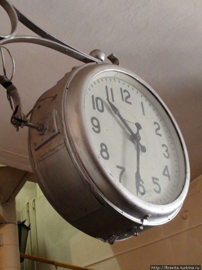 Отдельный зал посвящен уличным часам