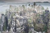 Бастай буквально окружен смотровыми площадками. Даже в 1800 году место было весьма популярным среди туристов , привлекало художников и писателей. Известная картина Felsenschlucht (Каньон), написанная  Каспаром Давидом Фридрихом именно в этом потрясающем месте.
