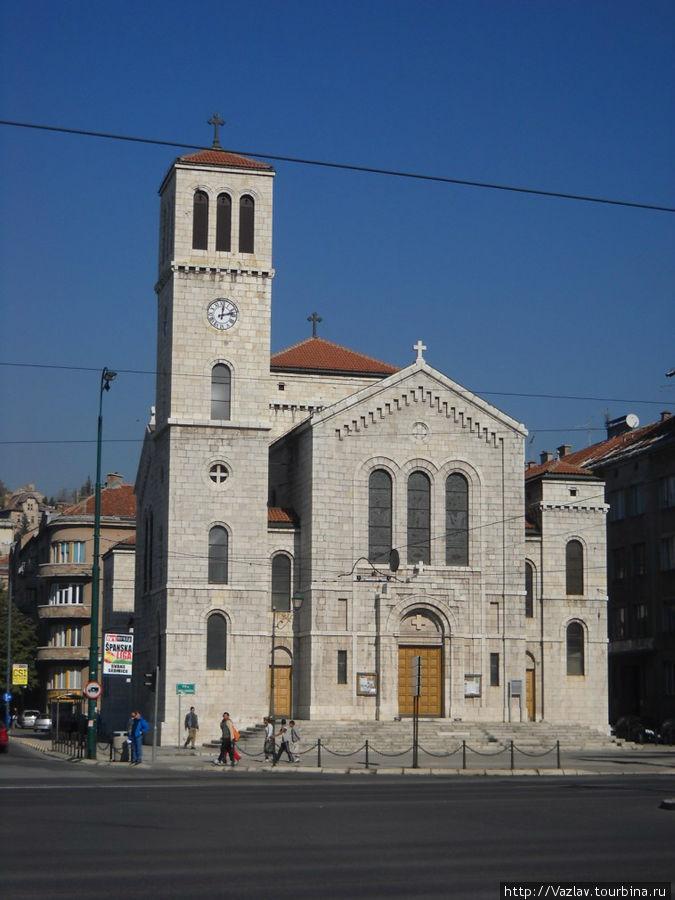 Парадный вид на церковь
