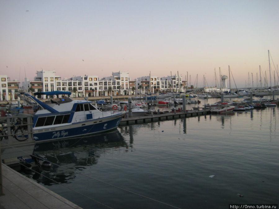 гавань Марины (здесь тоже есть один рыбный ресторан)