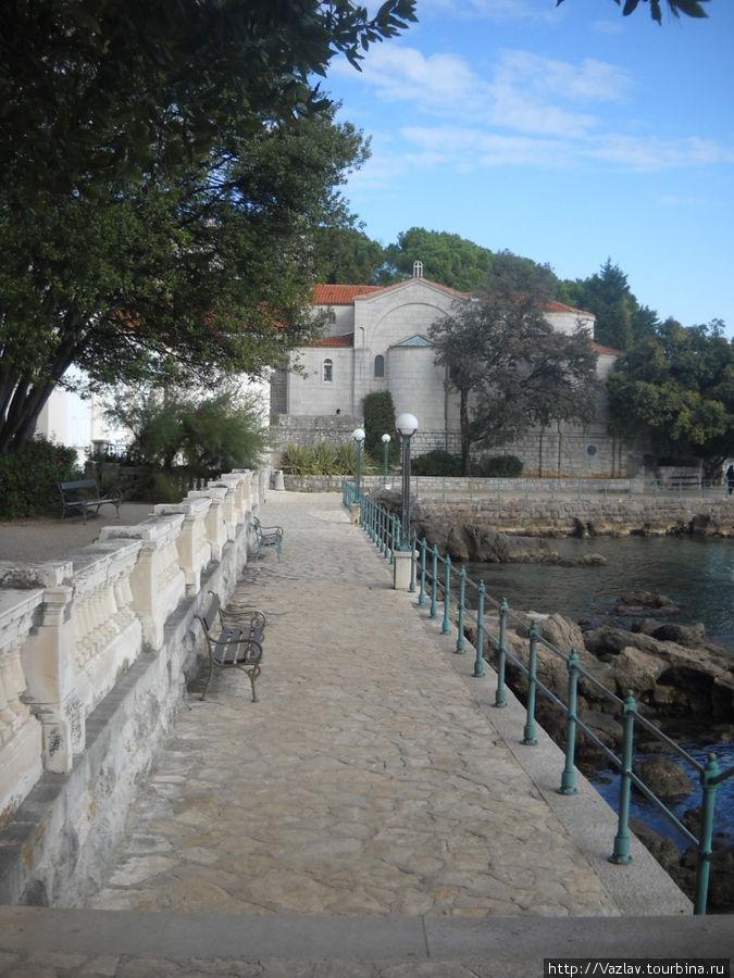Панорамный вид на церковь