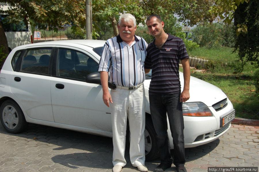 Я с Эдиком в Анталье на фоне его автомобиля