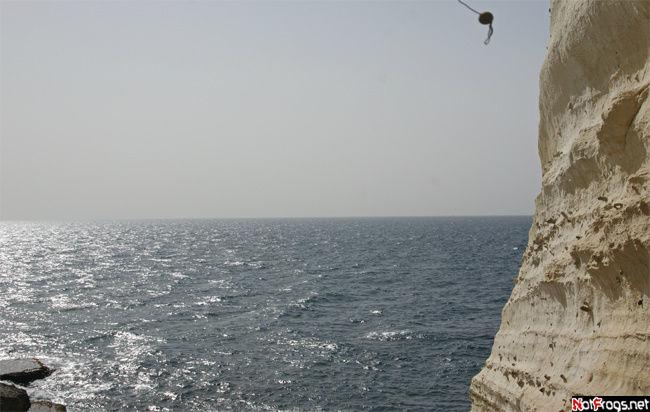 Без хамсина море с небом были бы более синими....