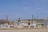 В Буйнакске на себя обратили эти два памятника