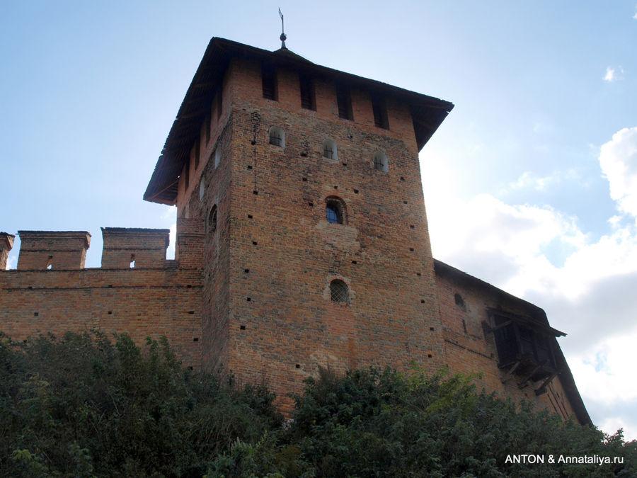 Стены и башня Луцкого замка.