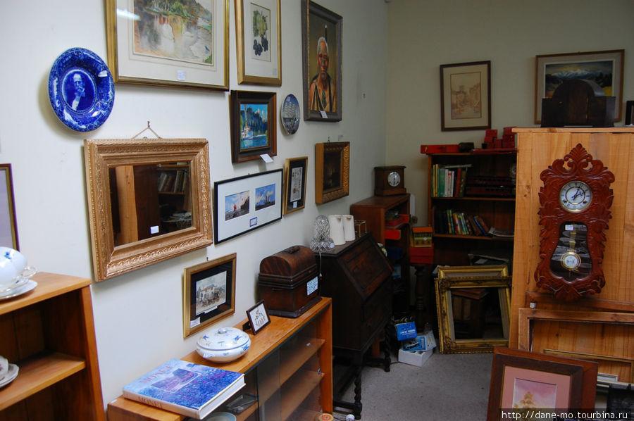 Картины и мебель