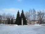 центральная площадь и бюст Ильича (полноценный памятник был обнаружен только на территории льнокомбината)