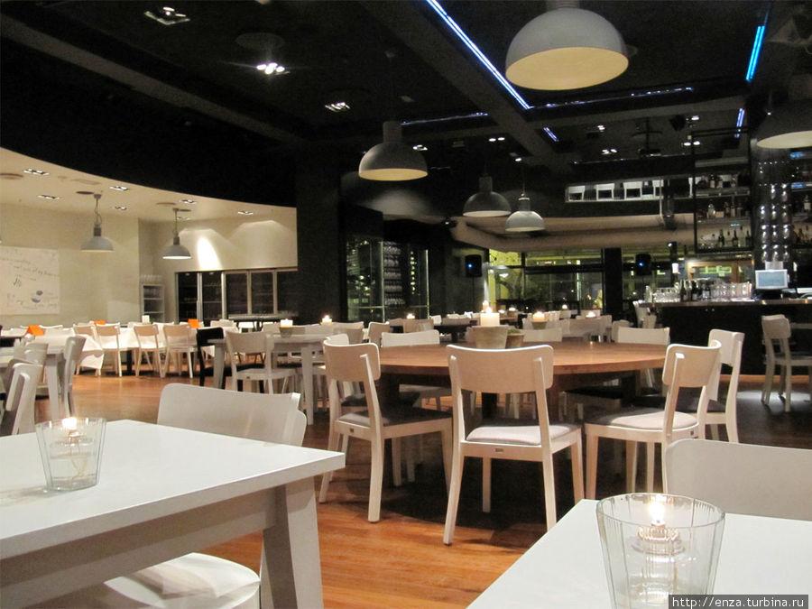 Очень приятный ресторан на первом этаже.