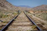 Железная дорога очень старая. Это по ней ходили поезда с золотом, по ней перевозили знаменитых преступников Дикого Запада, и это здесь стреляли бизонов, когда железная дорога была новым и непонятным транспортом, на котором никто не хотел ездить.