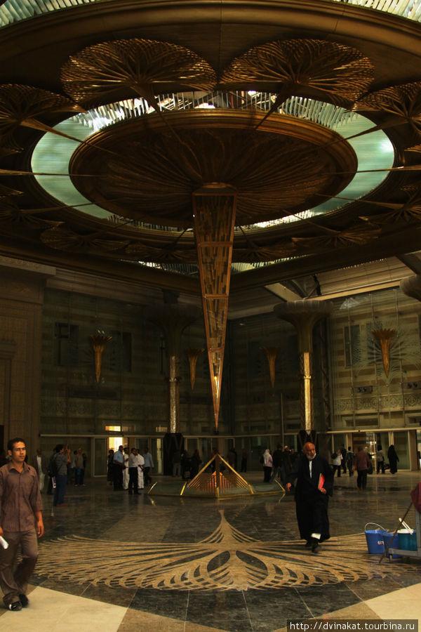 Внутри Каирского вокзала