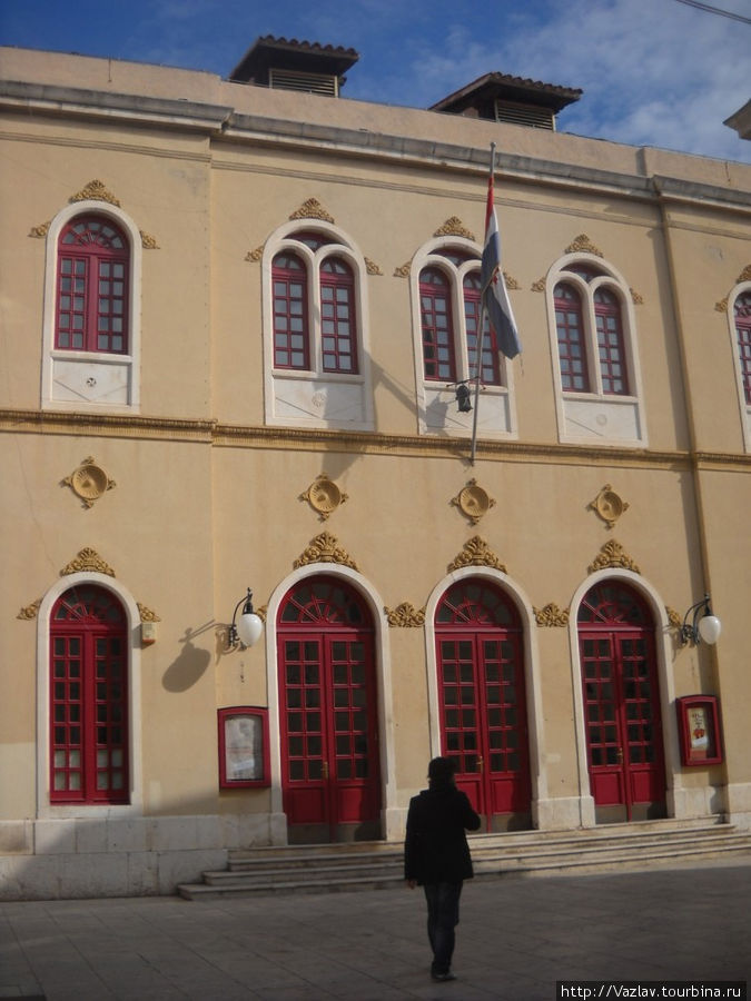 Фасад театра