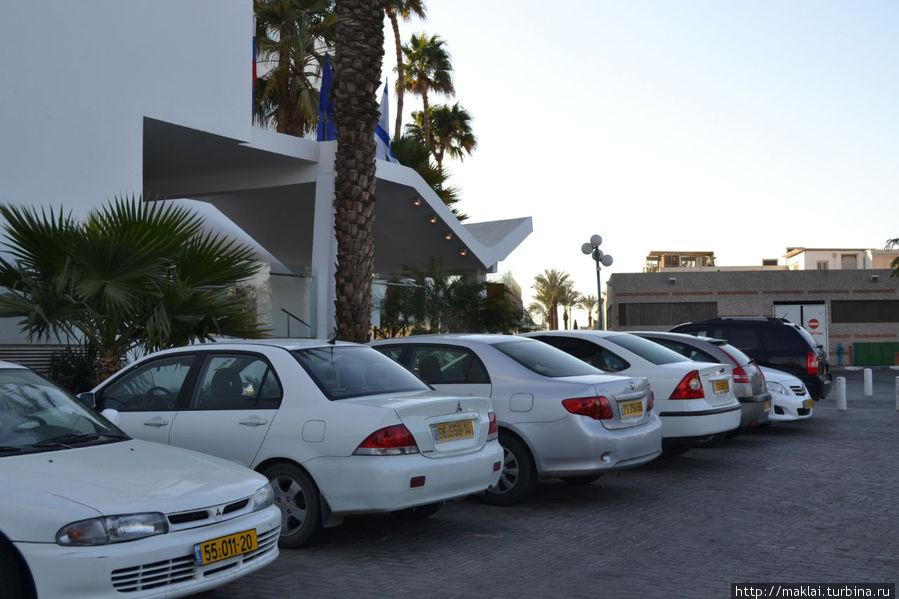 Парковка отеля.