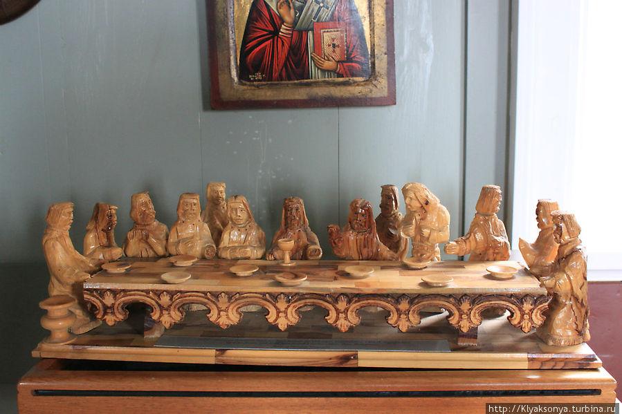 Тайная вечеря в деревянном исполнении