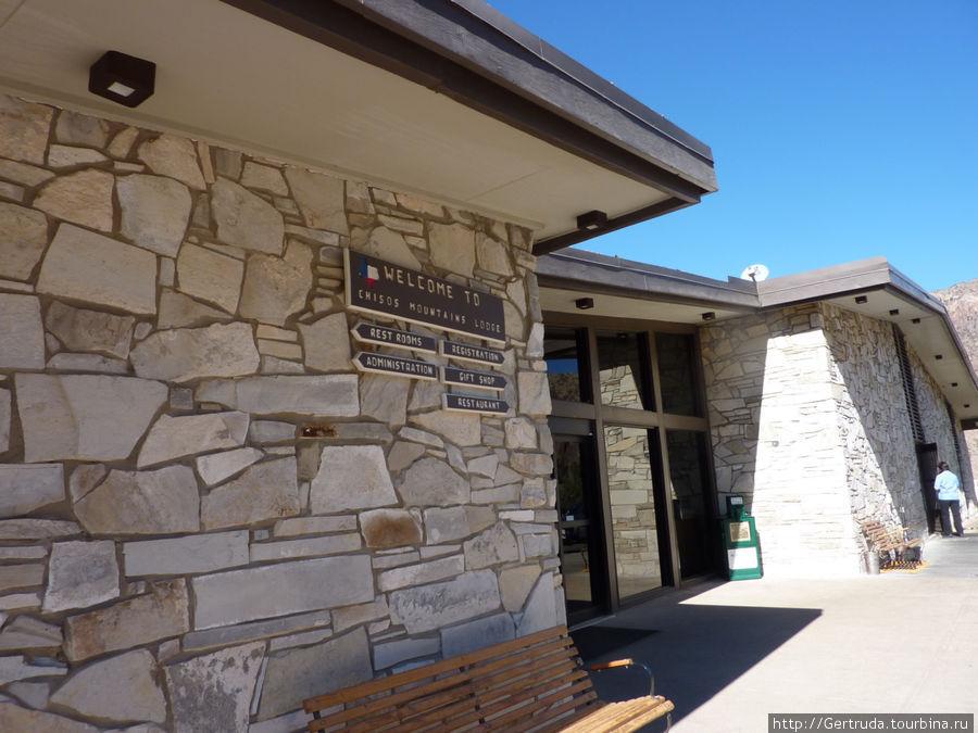 Visitor Center    и ресторан в горах  Чисос (Chisos Basin)