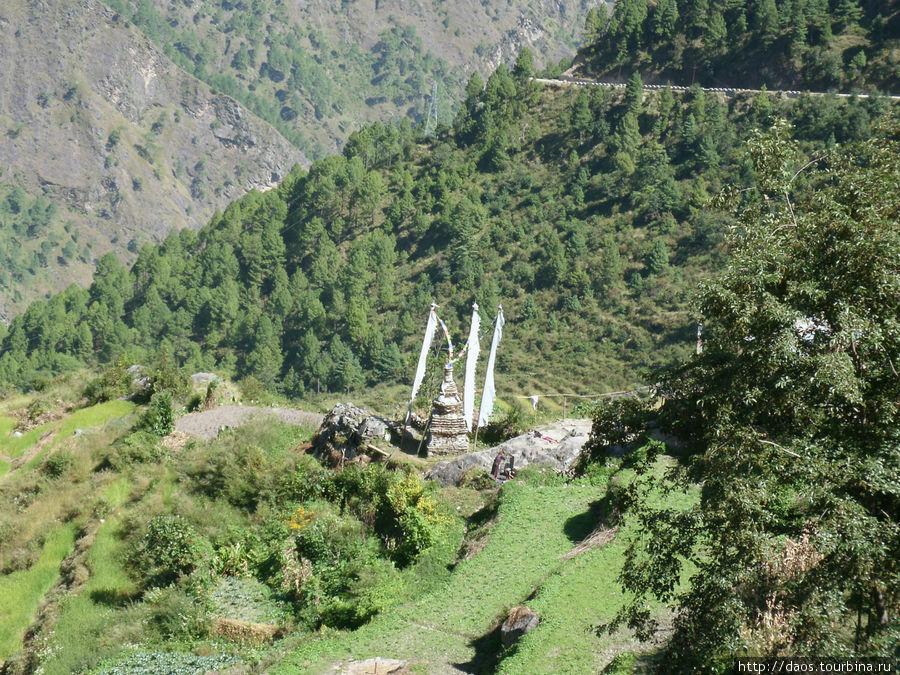 Ступа у деревни Тхуло Бхарку