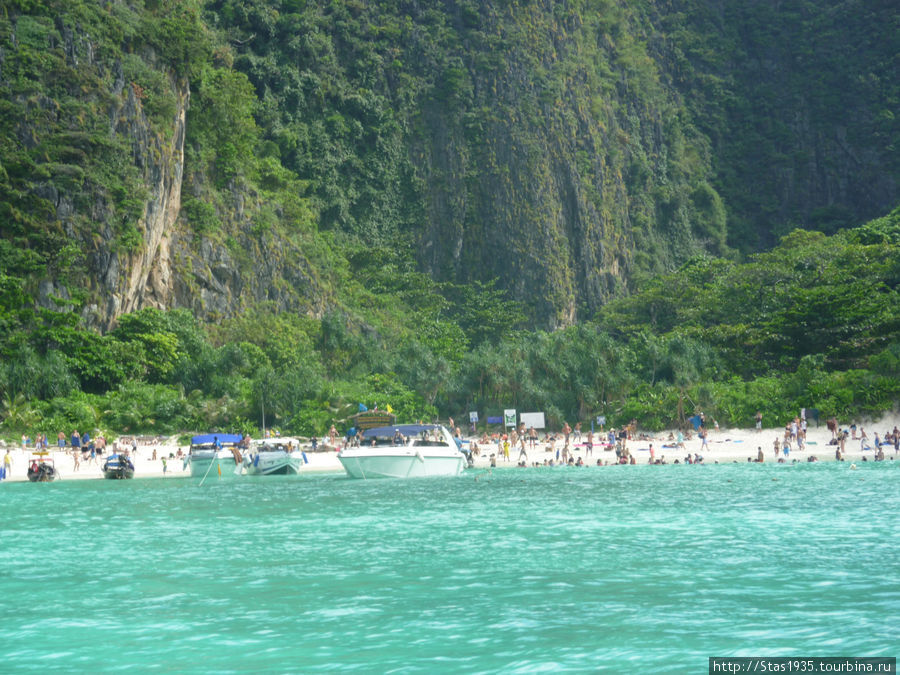 Южный Таиланд. Андаманское море. Пляж в бухте Майя на острове Пхи Пхи Дон.