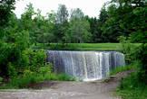 Высота водопада около 8 метров, а ширина около 50м. Он считается одним из крупнейших водопадов в Эстонии.