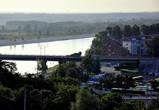 Город разделяет одна из самых полноводных и стремительных рек — Припять, через которую раскинулся самый длинный в Беларуси мост.