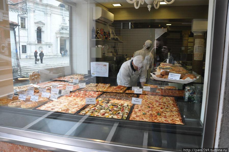витрина пиццерии