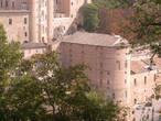 Вид на Палаццо Дукале с крепости  Альборноз