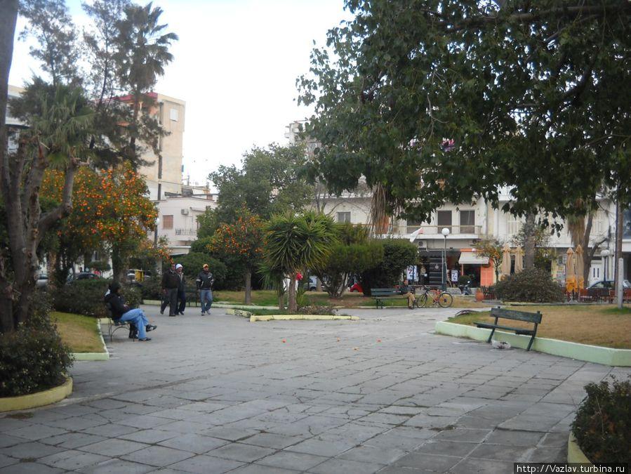 Сквер на площади
