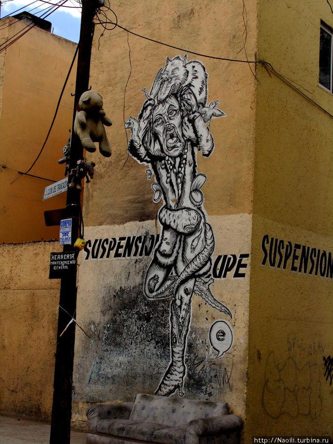 Таинственное граффити на стене дома .... Но оно уж точно появилось позже!