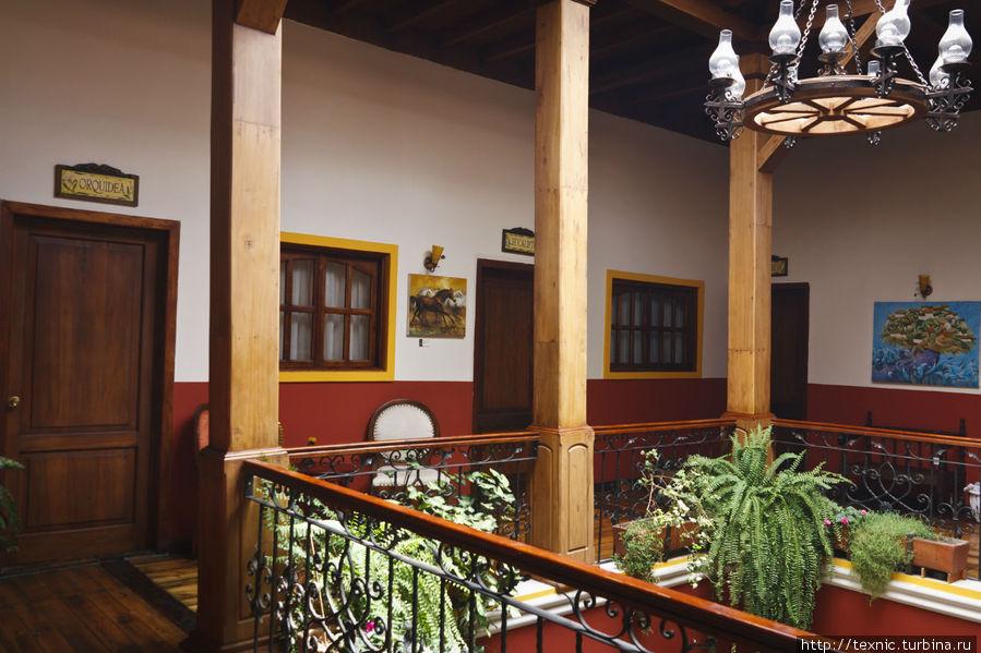 Холл на втором этаже отеля